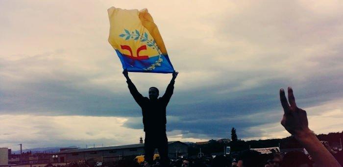 De la régression autonomiste à la symbolique du drapeau