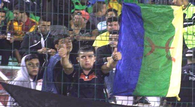 Rencontre MCA – JSK à Alger : Les drapeaux amazighs saisis par la police algérienne