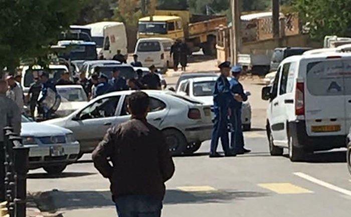 Les militants arrêtés à Aqvu ont été conduits au commissariat central de Vgayet