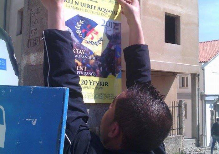 20 avril : A Iferhounene, la campagne d'affichage a eu lieu au nez et à la barbe des policiers