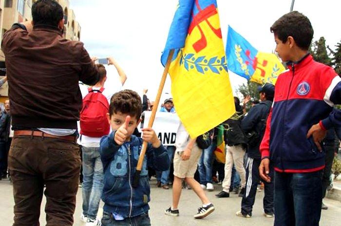 Reportages photo (de haute qualité) des marches de Tizi Wezzu, Vgayet et Paris