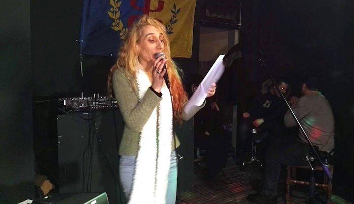 Alerte : la poétesse Taous, la sœur de Kamira Nait Sid, a été arrêtée à Michelet (actualisé)