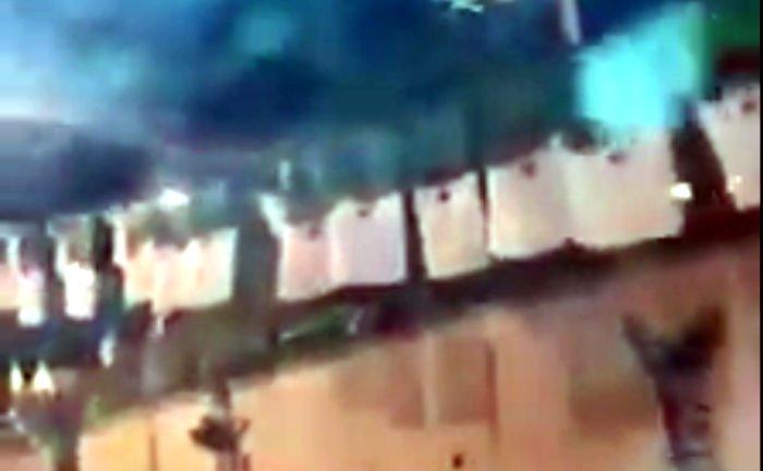 Vidéo des dizaines de milliers de drapeaux algériens accrochés à Tizi Wezzu