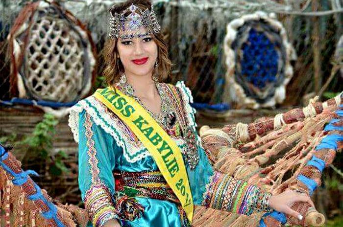 Le Ministre de la langue et de la culture kabyles félicite Amira Mokrani, une fille digne de la Kabylie