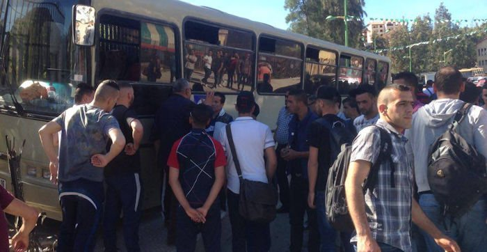 Les freins ayant lâché, un bus finit sa course contre un mur de l'université de Hasnaoua