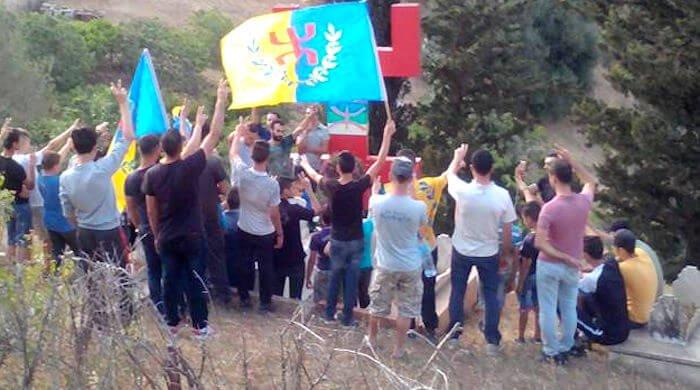 Les militants du MAK-Anavad se reccueillent sur la tombe de Masin Uharun