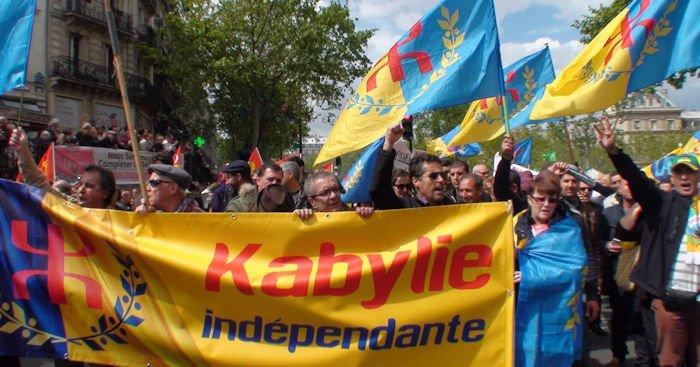 Défilé du 1er Mai à Paris : le carré kabyle a attiré la curiosité des marcheurs