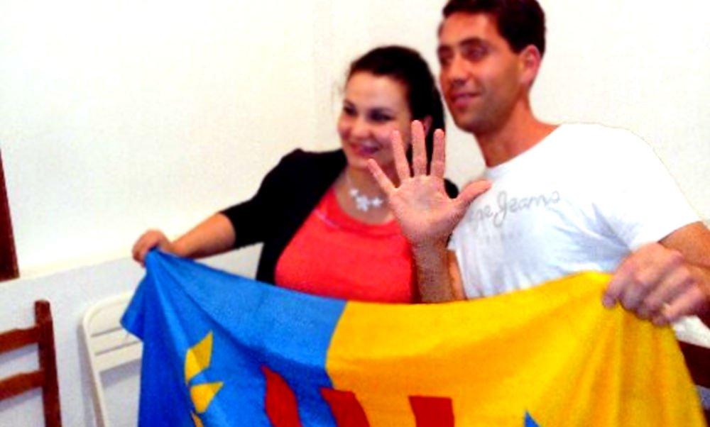 Que symbolise ce geste adopté par les militants du MAK-Anavad à l'approche de la Journée de la nation kabyle?