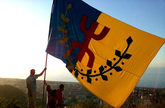 Levée du drapeau kabyle à Iḥemziyen, Tiziṭ et Melbu