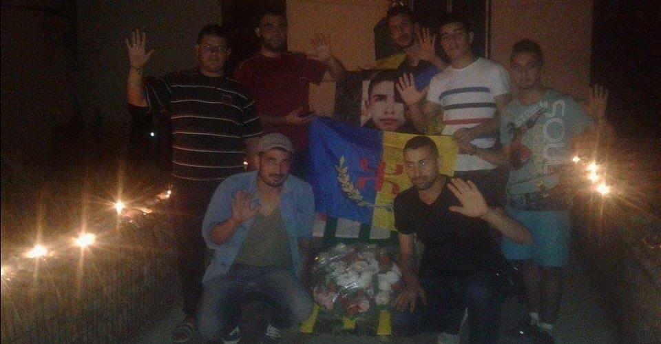 Reccueillement sur la tombe de Abdelkrim Mesbah, le martyr de la Kabylie originaire d'At Rzin