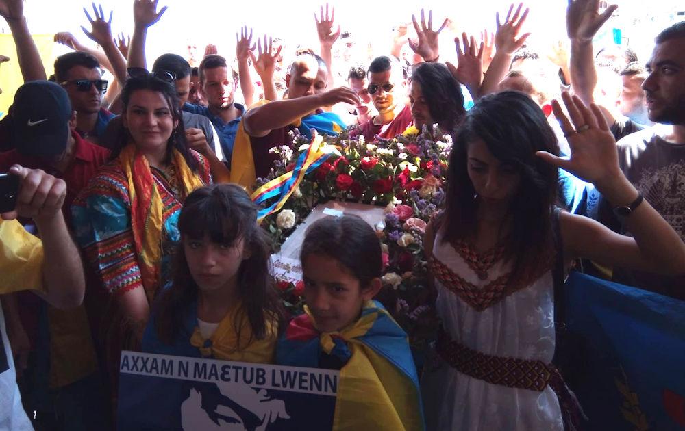 Le peuple kabyle a rendu un vibrant hommage à Lounes Matoub hier à Taourirt Moussa