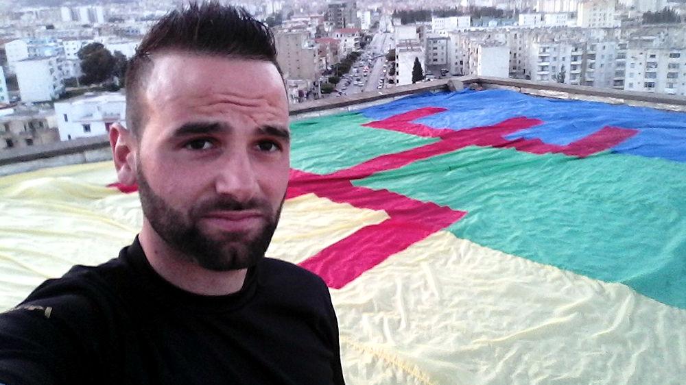 Le militant des droits de l'homme Yanis Adjlia arrêté pour avoir dénoncé l'arrestation d'un militant du MAK-Anavad