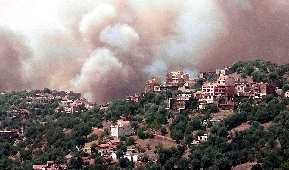 La plupart des localités kabyles en feu : des habitations touchées et des blessés recensés