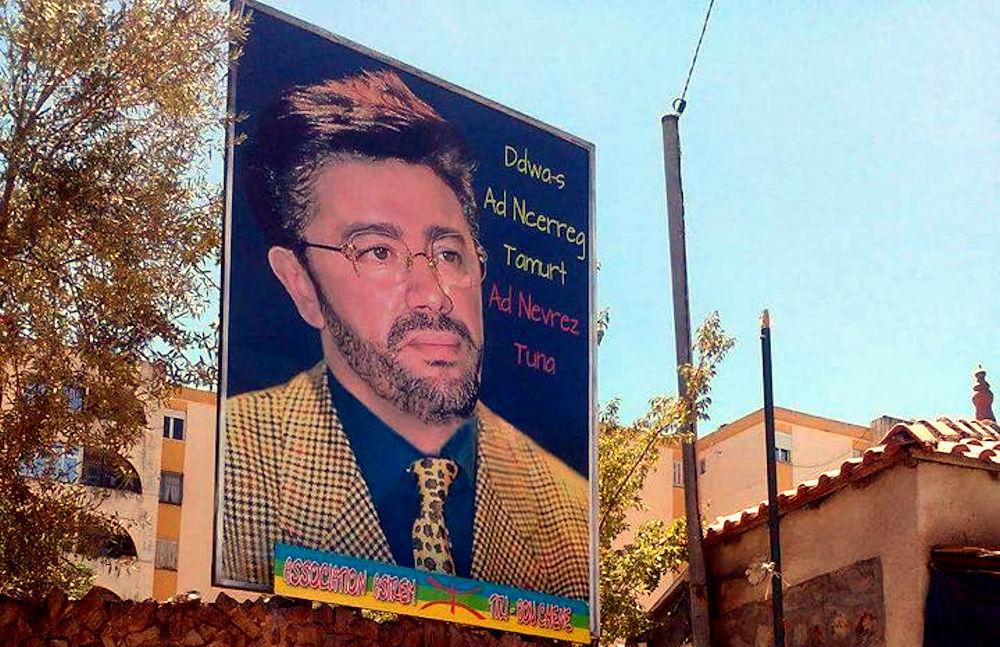 Tizi Bouchene : Nouveau portrait de Matoub Lounes portant la mention «Ddwa-s ad ncerreg Tamurt ad nevrez tuna»