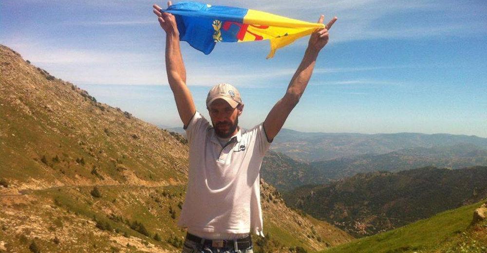 Un militant du MAK-Anavad d'At Yiraten arrêté pour détention d'un drapeau kabyle dans sa poche