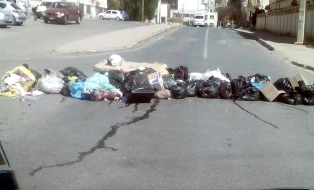 Poubelles non évacuées à Akbou : la Coordination locale du MAK-Anavad appelle la population à s'organiser