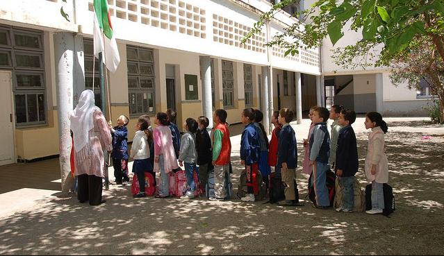 Pays Chaoui : les autorités algériennes exigent l'enseignement de Tamaziɣt en caractères arabes