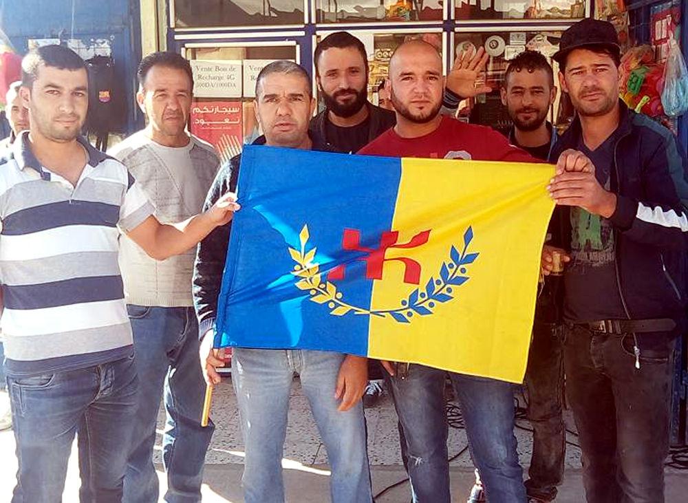 La population de Saharidj apporte son soutien au militant intimidé Madjid Aggad