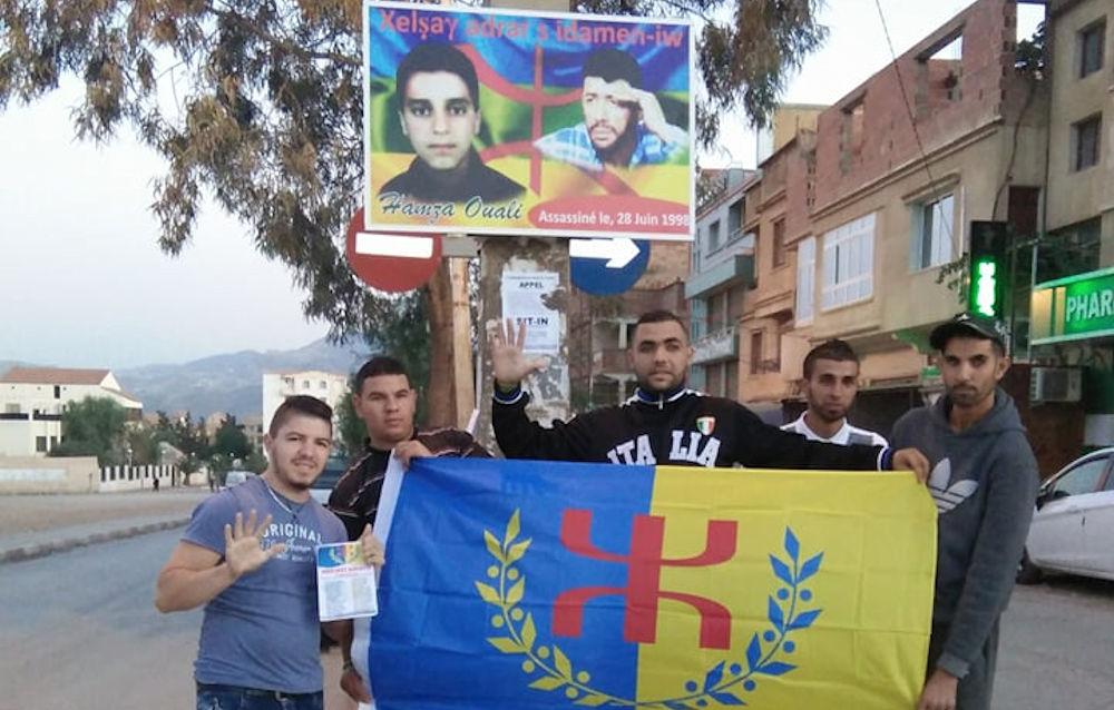 Tazmalt : installation d'un portrait à l'effigie de Hamza Ouali dans la rue de son assassinat