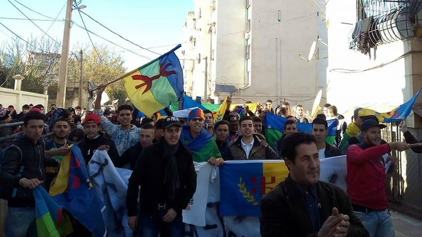 Meqlaɛ : Les lycéens souverainistes intimidés par la police coloniale algérienne