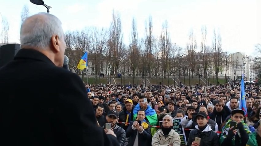 Ferhat Mehenni à la place Stalingrad : « La jeunesse Kabyle dote la Kabylie d'une force de frappe, d'intelligence, d'honneur et de compétences »