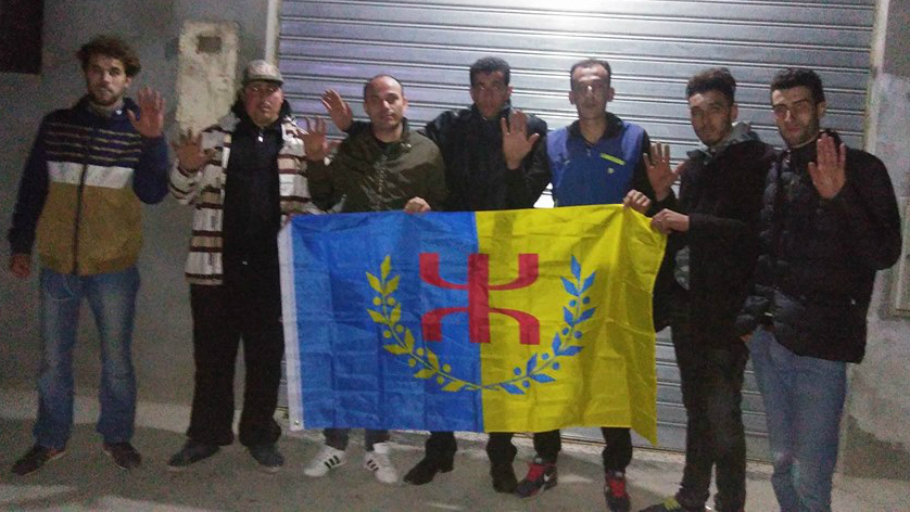 Koceila Ikken rend visite aux militants du MAK de Setif tabassés à Vgayet par la police algérienne le jour de Yennayer