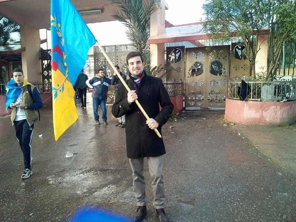 Le souverainiste kabyle Yacine Ihedducen d'At Zellal harcelé par la police coloniale algérienne