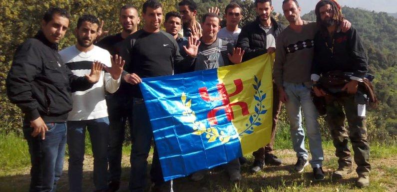 Laṛevεa n At Iraten : Lunis Hamzi et Samir Muqrani animent une rencontre de sensibilisation pour la marche du 20 Avril à Tizi-Wezzu