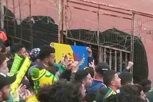 ALERTE : Le chauffeur de bus des supporters de la JSK d'Aqvu toujours séquestré par la police coloniale algérienne