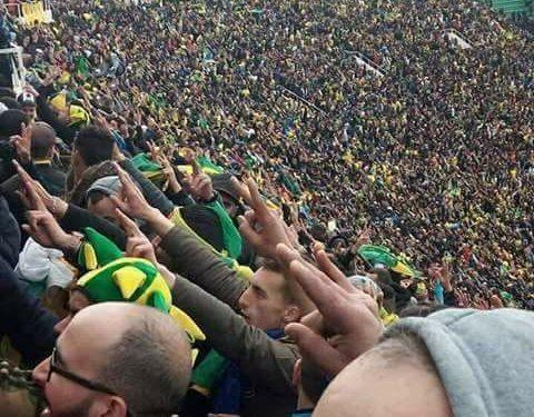 Pourquoi les supporters de la JS Kabylie tournent-ils le dos à l'hymne algérien ?