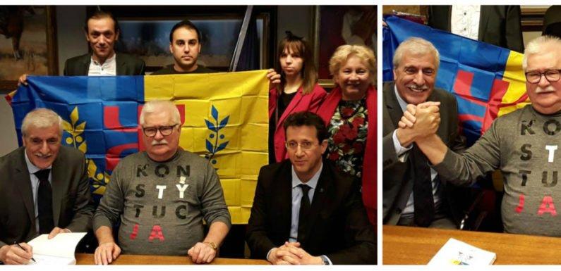 Ferhat Mehenni rencontre Lech Wałęsa à Gdansk