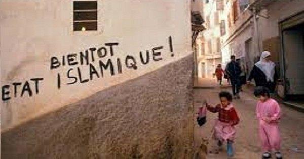L'ALGÉRIE COLONIALE, STRATÉGIE DES VASES COMMUNICANTS ENTRE LE POLITIQUE ET LE RELIGIEUX