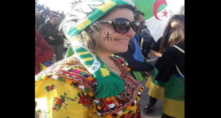 LE POUVOIR COLONIAL S'ATTAQUE MÊME AUX FEMMES QUI PORTENT LA ROBE KABYLE