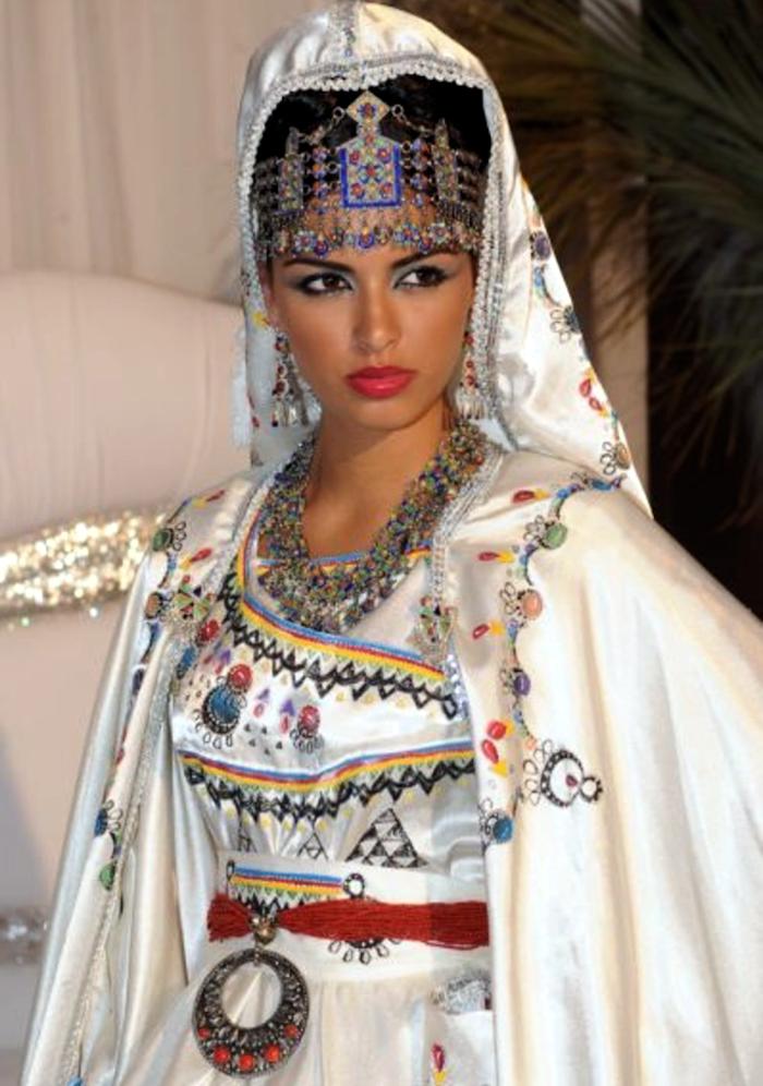 La robe Kabyle parmi 10 robes de mariées sublimes à travers le monde