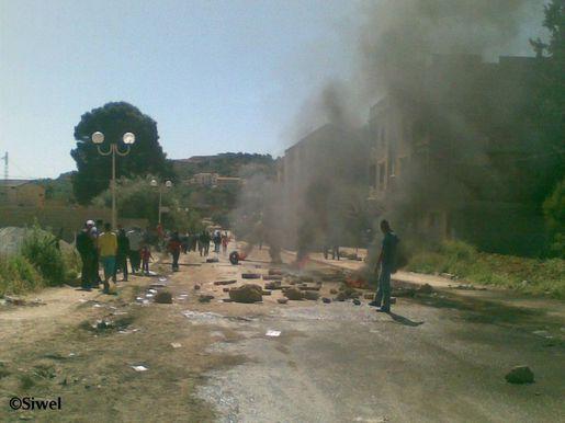 Kabylie les citoyens ferment des bureaux de vote à tubirett u siwel